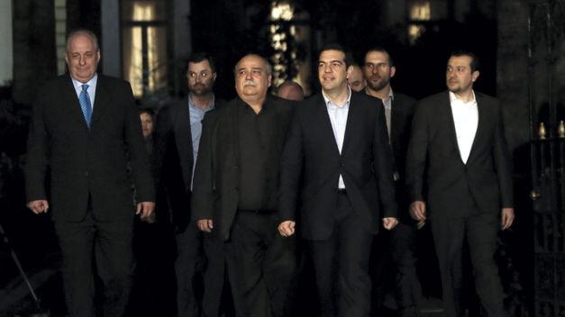 nuevo-gobierno-Tsipras-jura-cargos_TINIMA20150127_1119_5